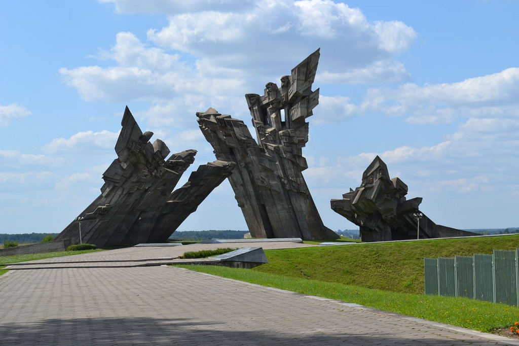 1280px-Memory_monument_of_victims_at_fort_IX_kaunas
