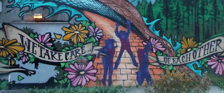 mural-three-people-jumping-on-sidewalk